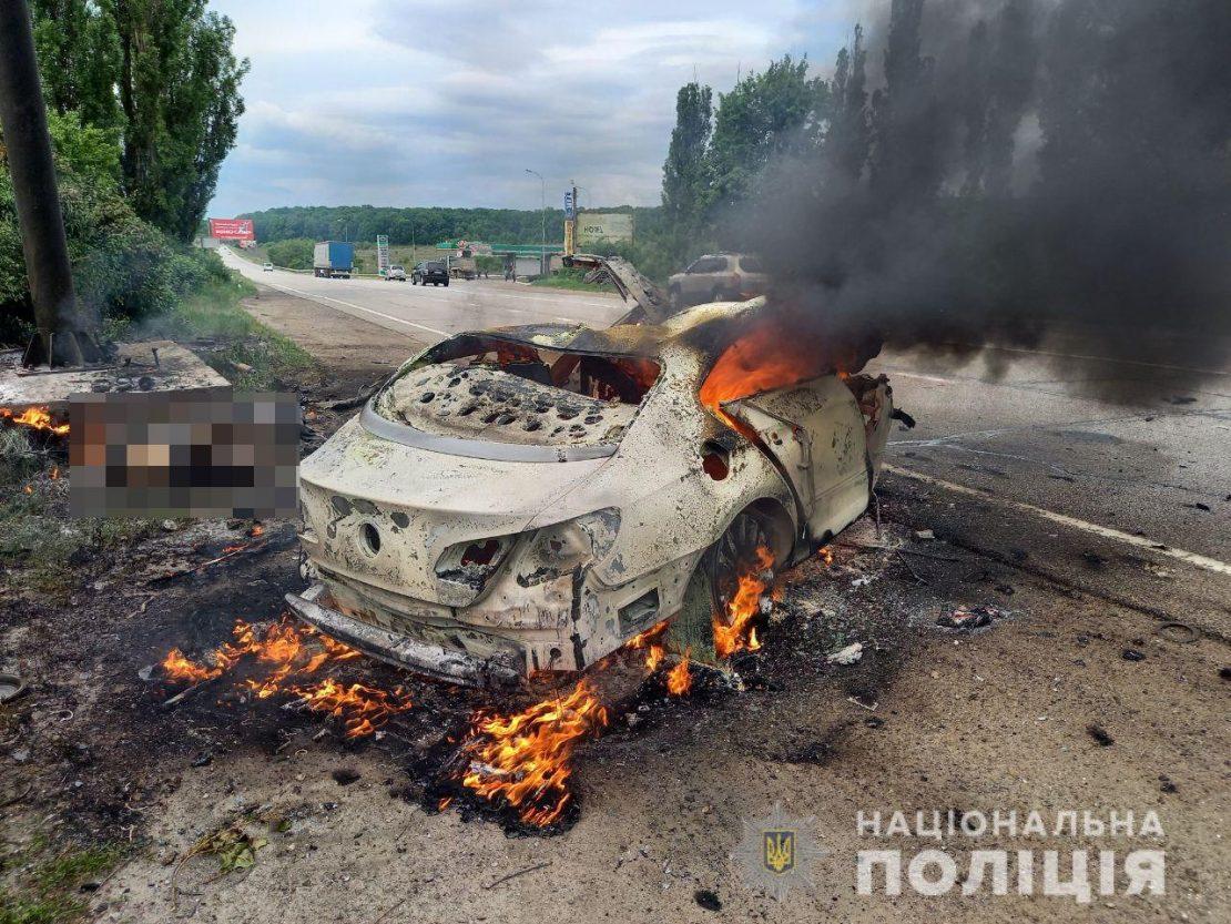 Новости Харькова: Под Харьковом авто врезалось в билборд.