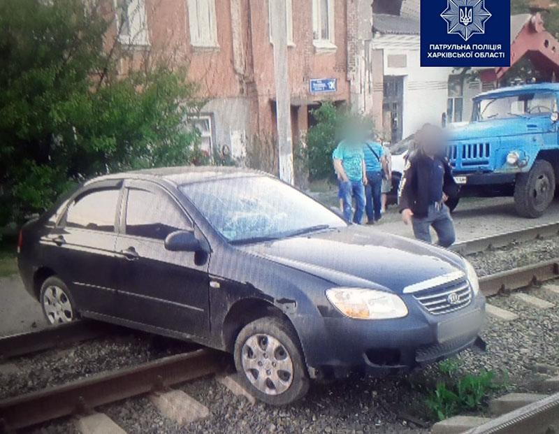 Новости Харькова: Пьяный водитель застрял на трамвайных путях