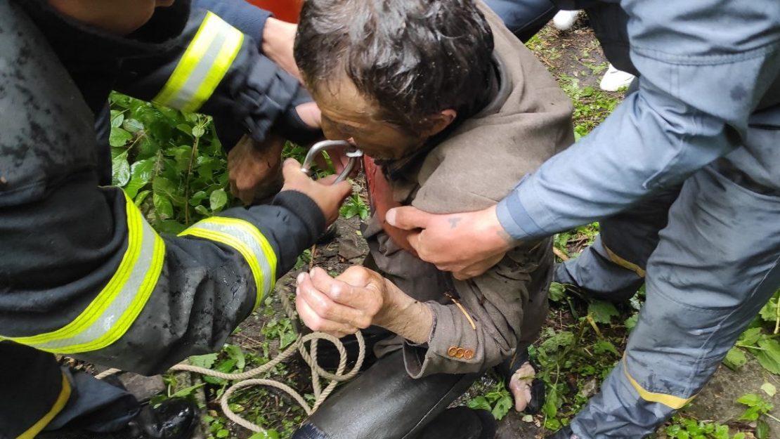 Новости Харьков: Заброшенный колодец стал ловушкой для жителя Харьковщины