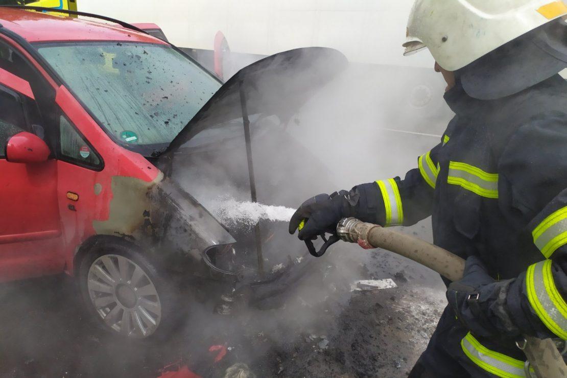 Новости Харькова: В Купянске вспыхнул автомобиль на газу