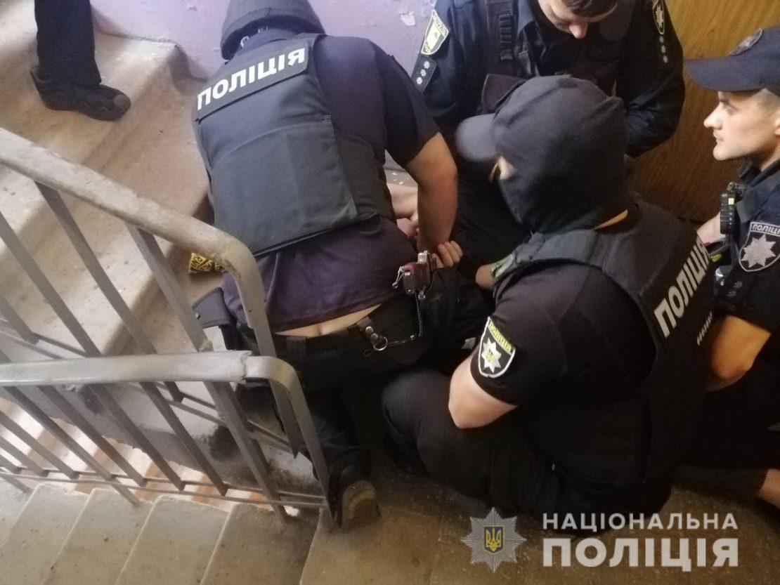 Новости Харькова: По Салтовке разгуливал харьковчанин с гранатой