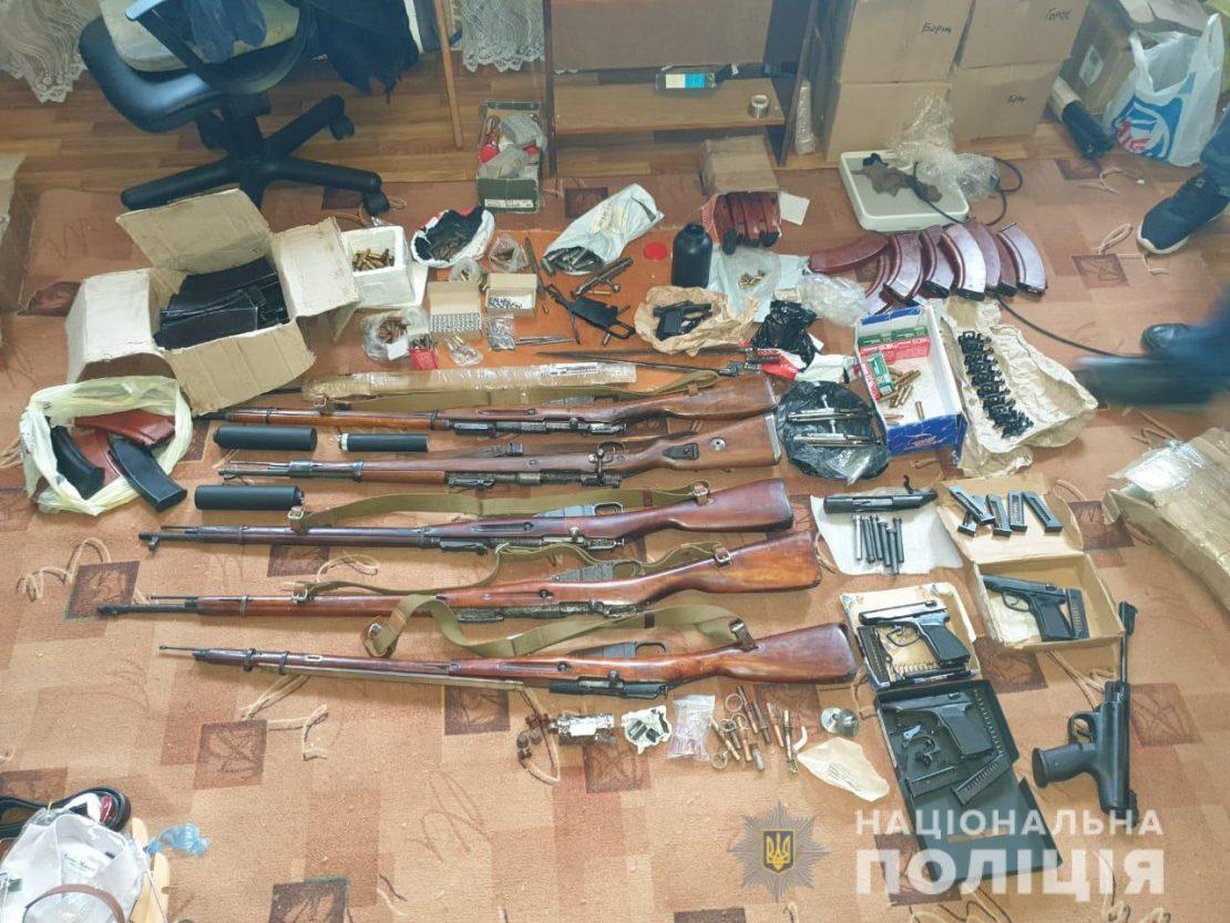Рецидивист хранил дома целый арсенал. Новости Харькова