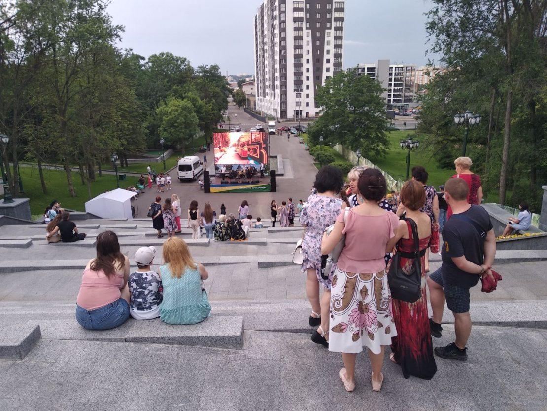 В парках звучат любимые композиции Кернеса. Новости Харькова