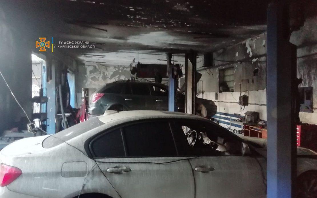 Новости Харькова: В Харькове горело СТО с авто внутри