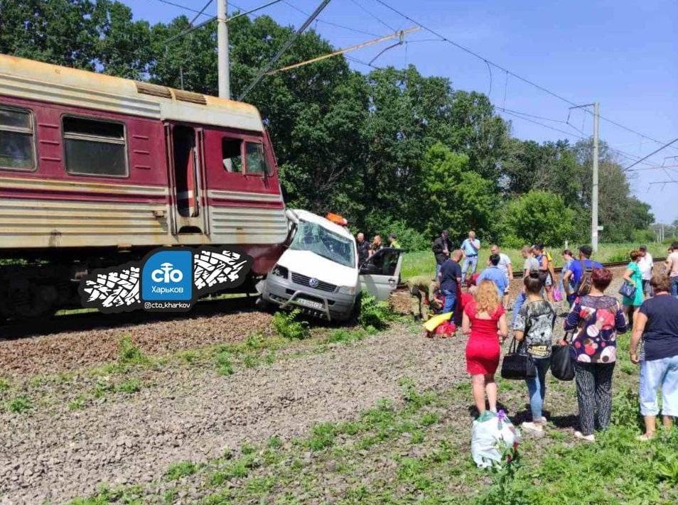 На Харьковщине в ДТП попал поезд. Новости Харькова