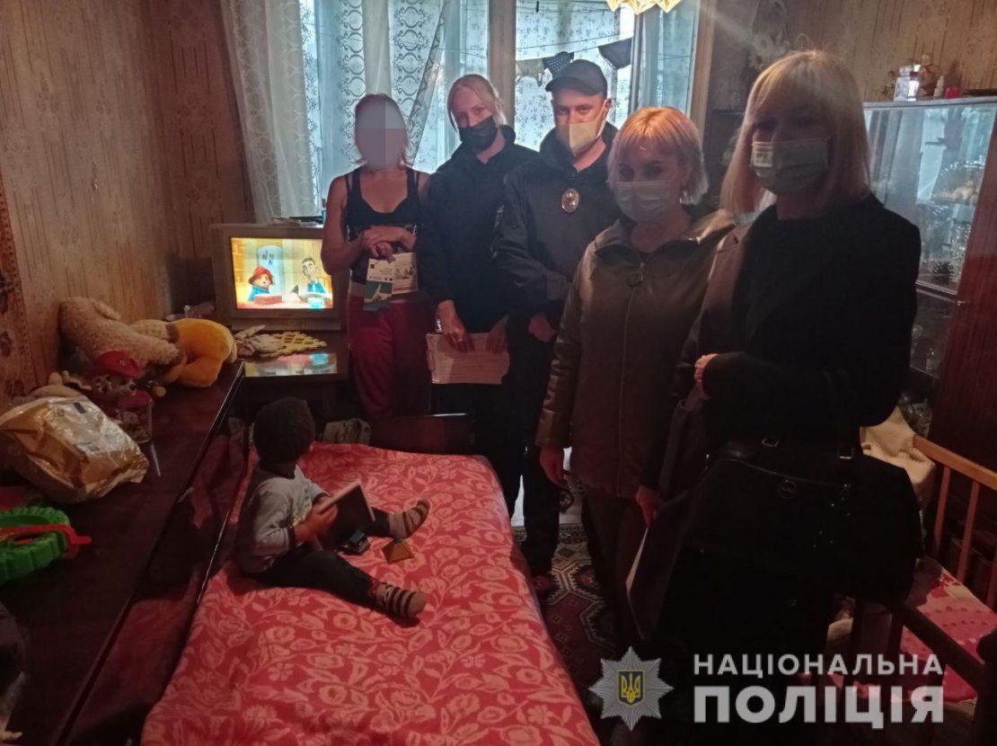 Новости Харькова: Видео в соцсетях помогло копам найти горе-мать