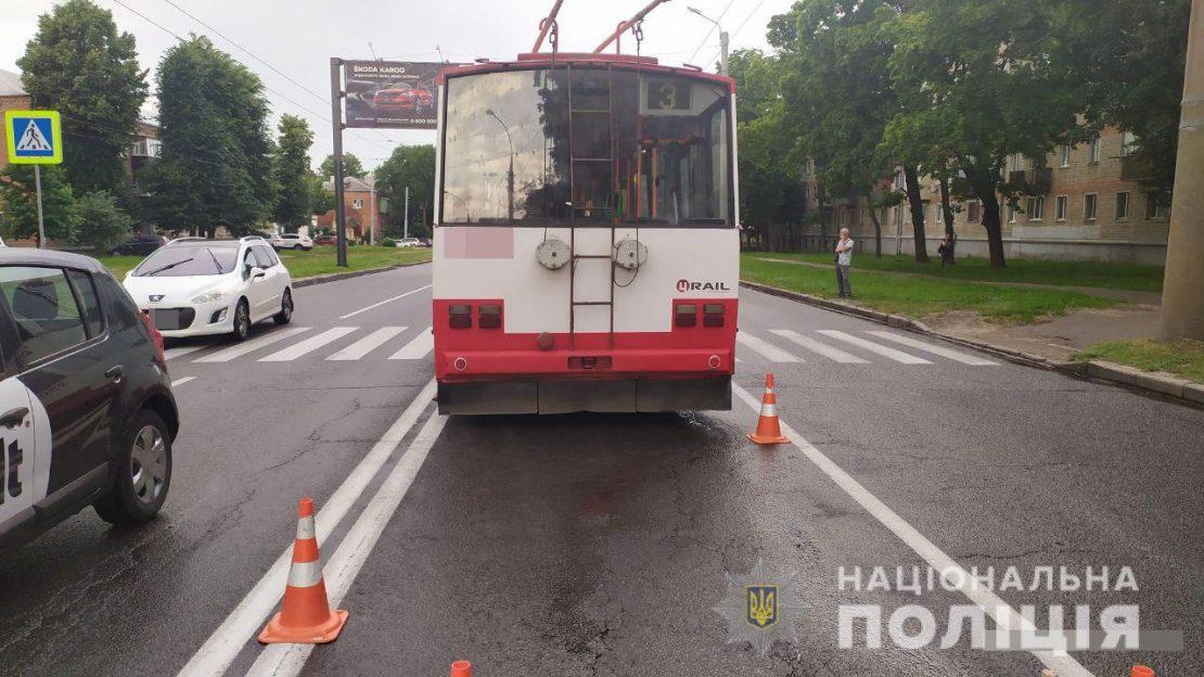 В Харькове троллейбус зацепил пешехода. Новости Харькова