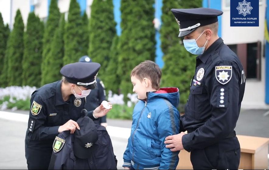 Новости Харькова: В Харькове в ряды патрульного приняли ребенка