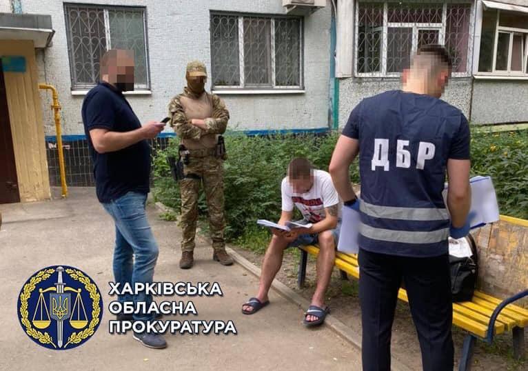 Полицейские требовали взятки с наркоманов. Новости Харькова