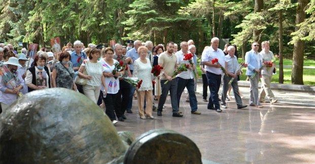 В Харькове почтили память жертв войны. Новости Харькова