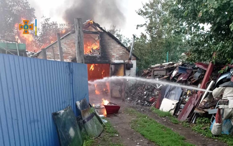 Пожар Харьков: На Харьковщине горел гараж с авто внутри