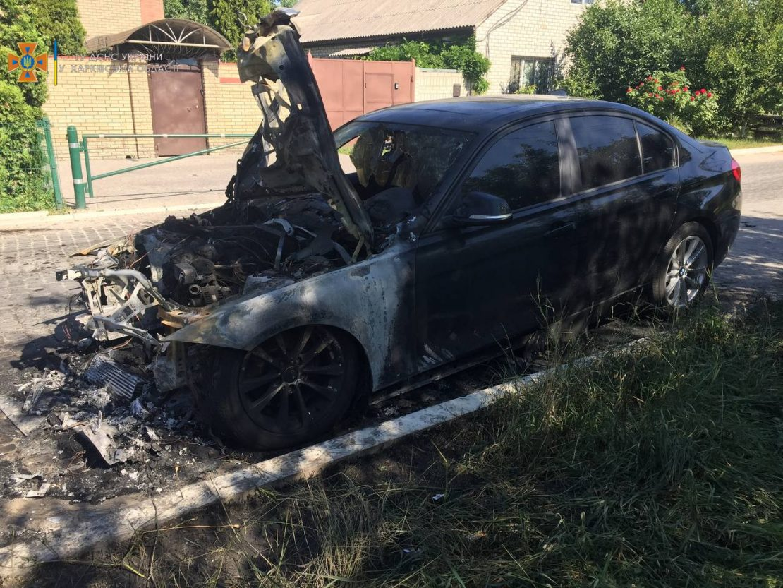 Новости Харькова: В центре пожарные тушили БМВ
