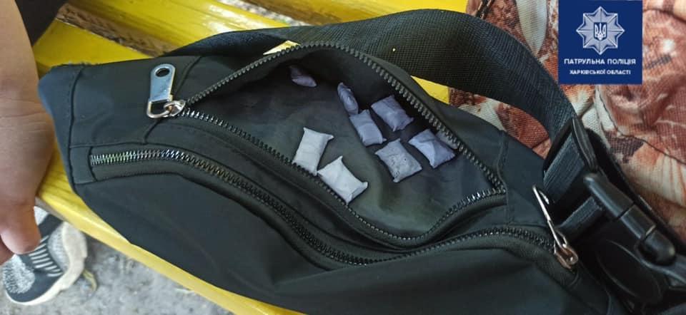 Наркотики в Харькове - Патрульные задержали женщину с закладками