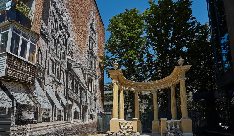 В Харькове появился новый мурал с видом старого города