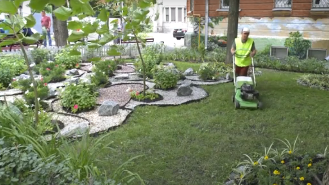 Новости Харькова: дворники сделали из двора парковую зону