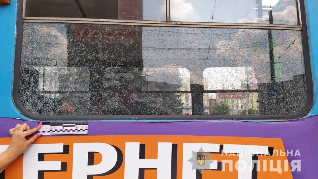 Новости Харькова: неизвестный обстрелял трамвай
