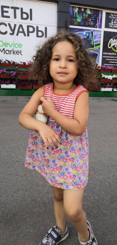 Новости Харькова: Прохожие нашли на улице маленькую девочку