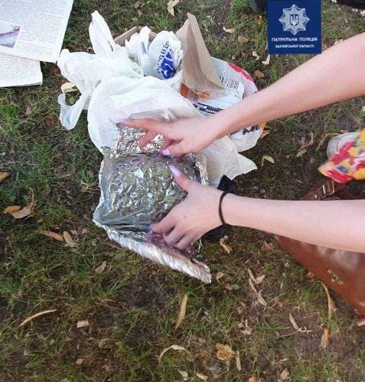 Новости Харькова: Патрульные задержали девушку с наркотиками