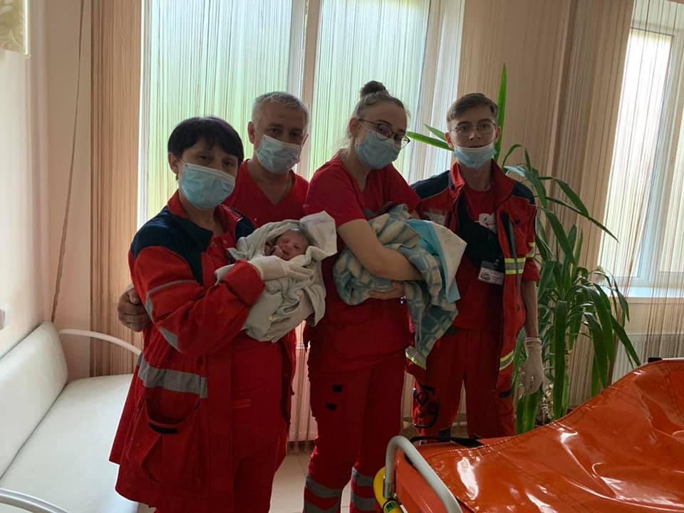 Новости Харькова: харьковчанка родила на дому двойняшек