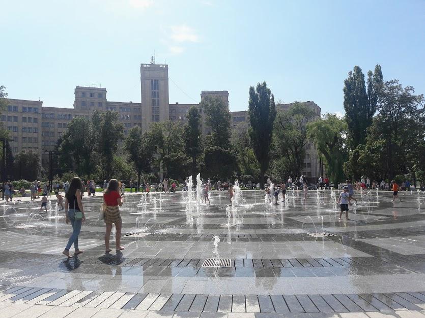 Что думают харьковчане о купании в городских фонтанах?