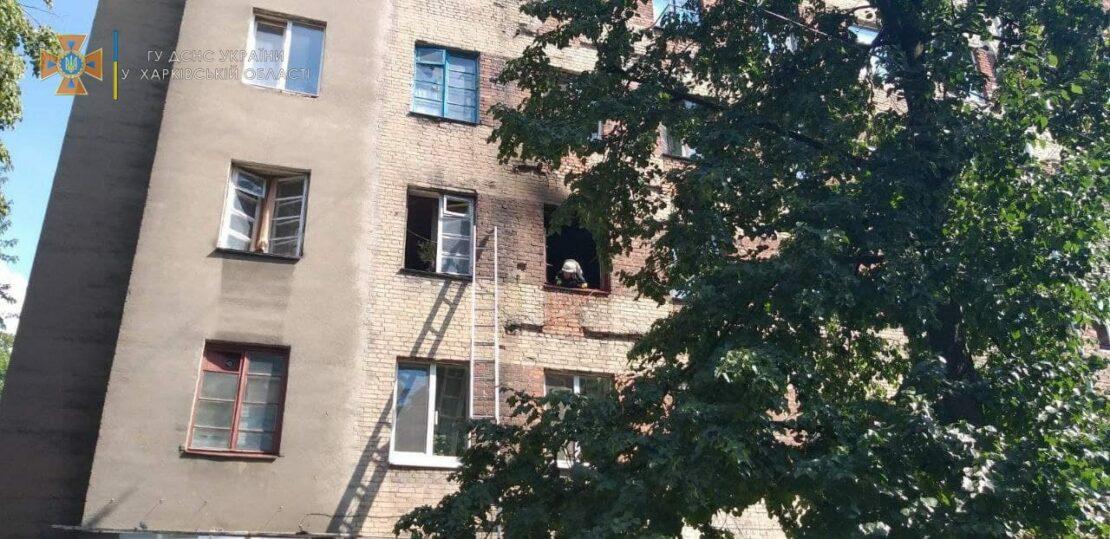 """В Харькове горело общежитие """"Титаник"""". Пожарные спасли мужчину"""