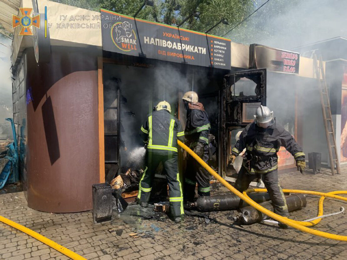 Пожар в Харькове: На улице Власенко загорелся продуктовый киоск