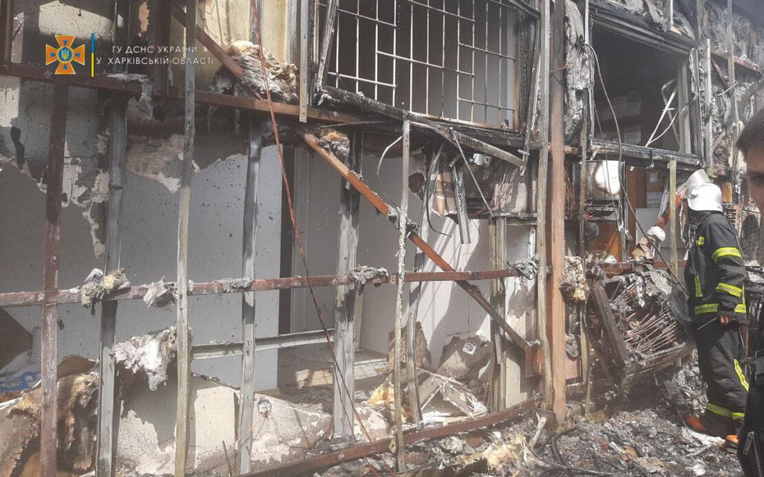 Пожар в Харькове: На Коммунальном рынке горят магазины