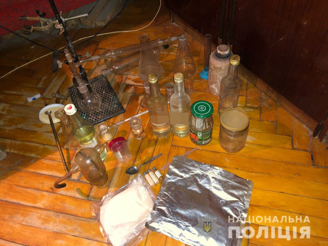 Наркотики Харьков: В Харькове мужчина варил наркотик на дому