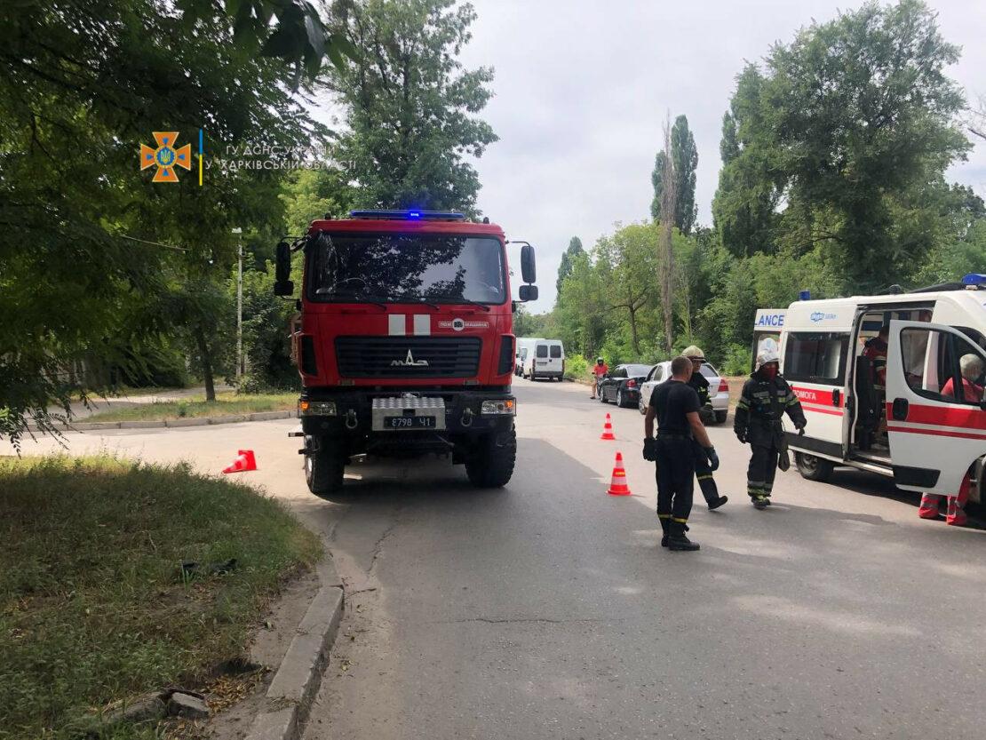 ДТП в Харькове: На Московском проспекте перевернулся микроавтобус