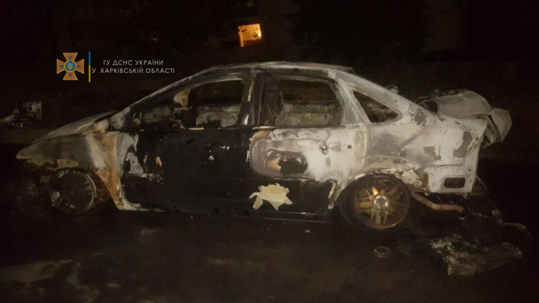 Пожар в Харькове: В Немышлянском районе сгорел автомобиль