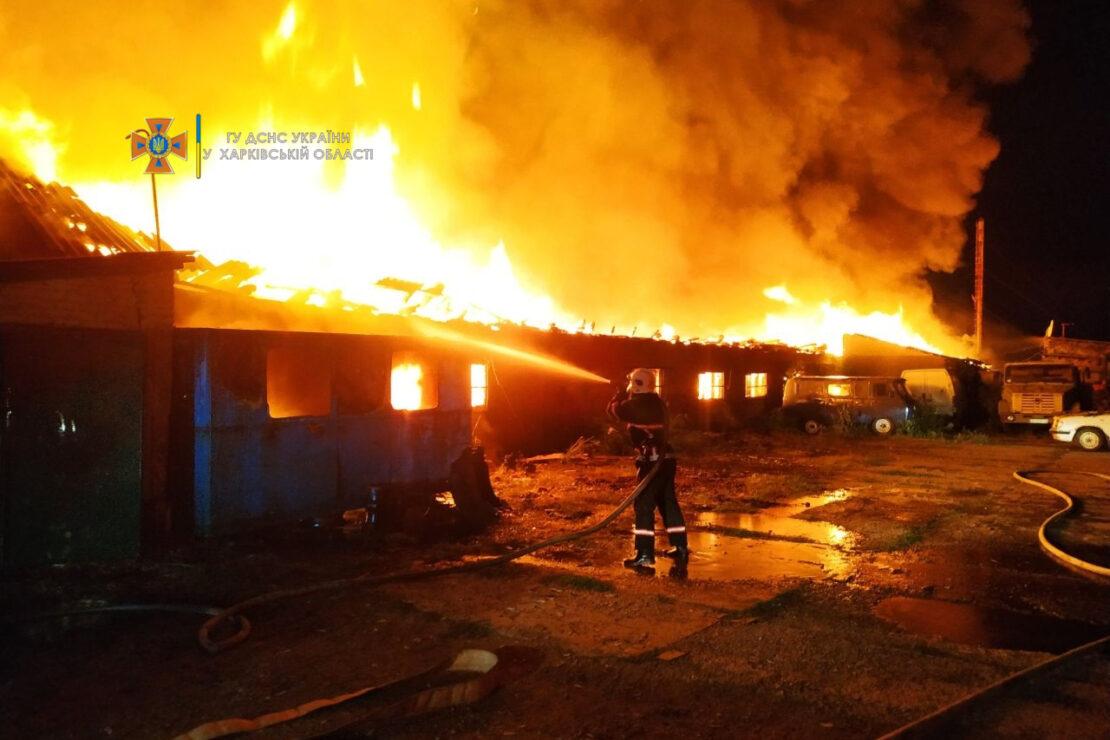 Пожар на Харьковщине: В Дергачах горел мебельный цех