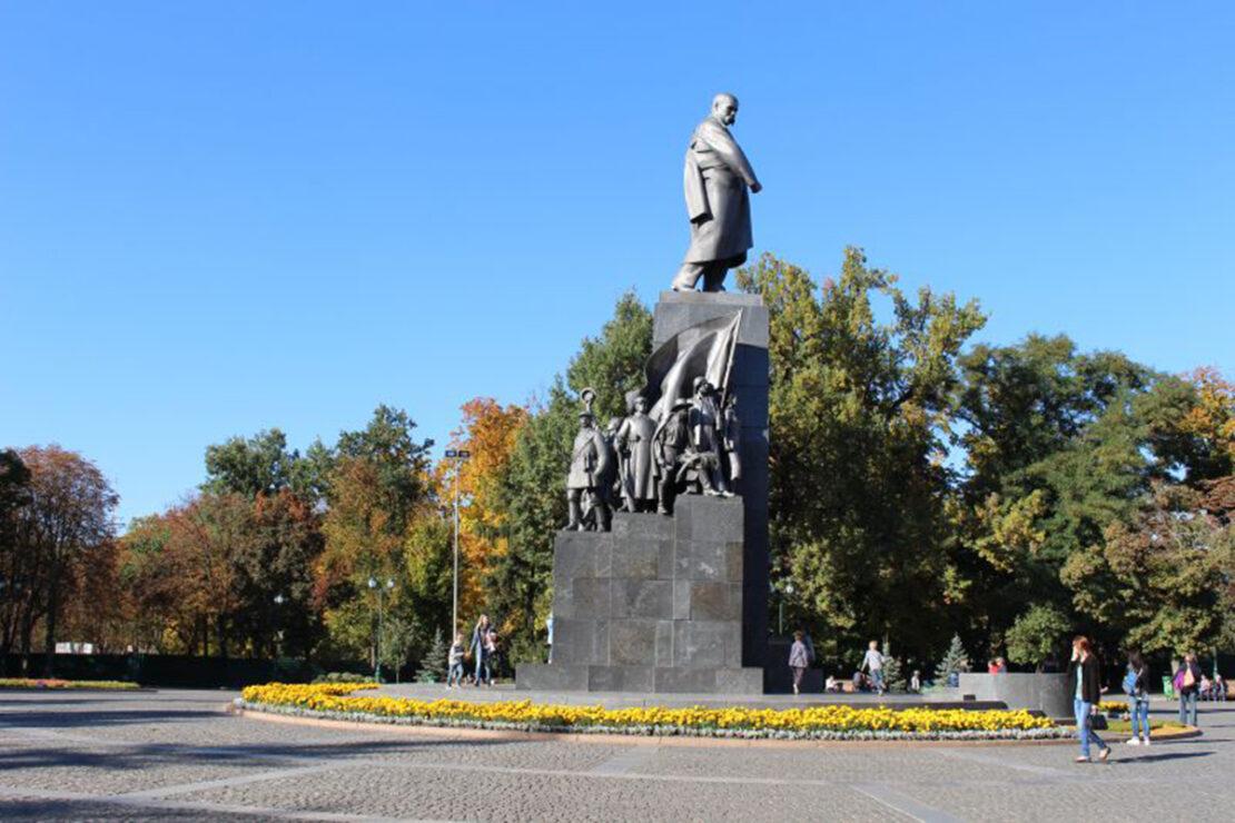 В Харькове помоют все памятники ко Дню города