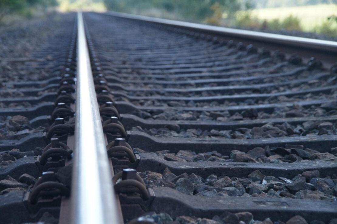 ЧП на железной дороге: В Купянске девушку ударило током