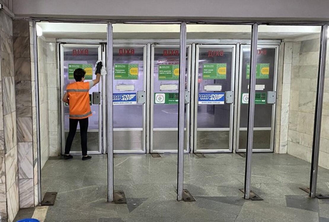 Новости Харькова: Станции метро убирают ко Дню города