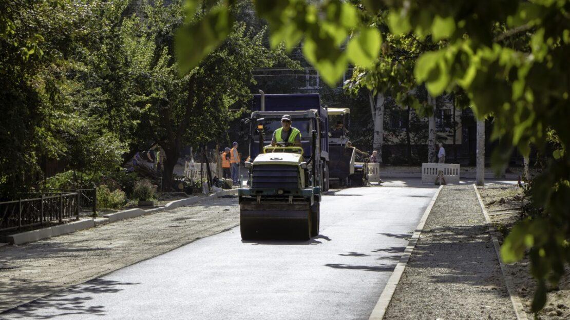 Новости Харькова: на улице Клочковской, 276 ремонтируют двор