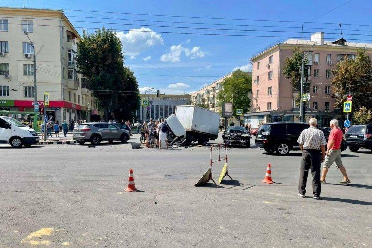 ДТП в Харькове: На проспекте Науки BMW влетела в ГАЗель