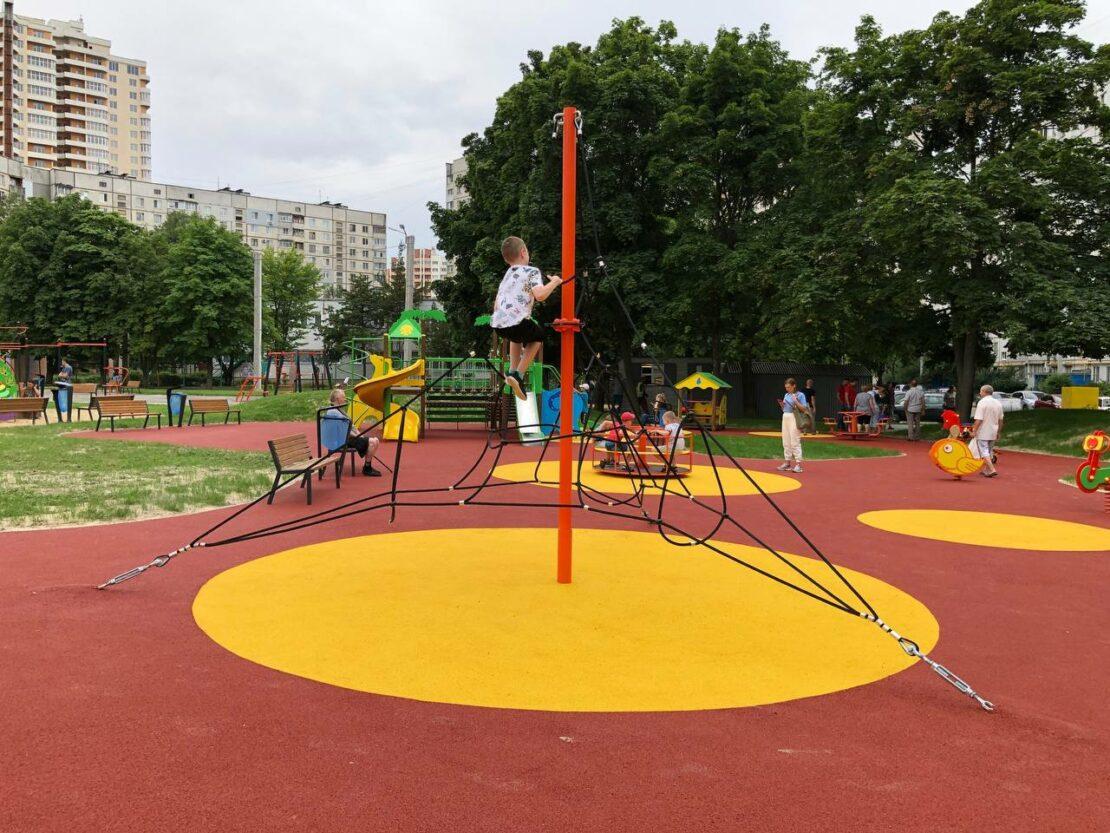 В Харькове на проспекте Победы открыли еще одну зону отдыха