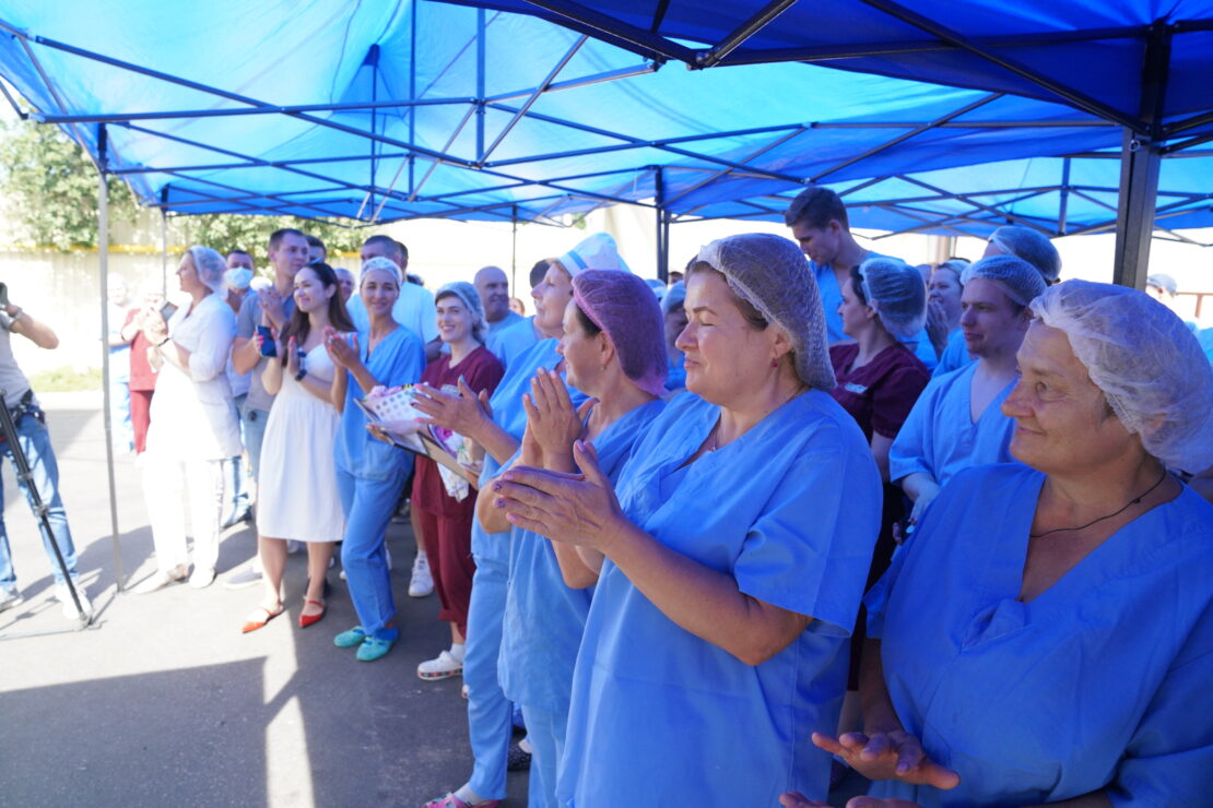 Новости Харькова: Терехову подарили торт в виде зоопарка