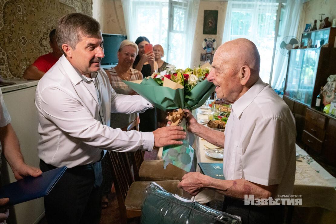В Харькове столетний юбилей празднует ветеран Владимир Власов
