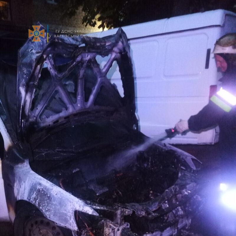Пожар в Харькове: Автомобиль загорелся на Архитектора Алешина