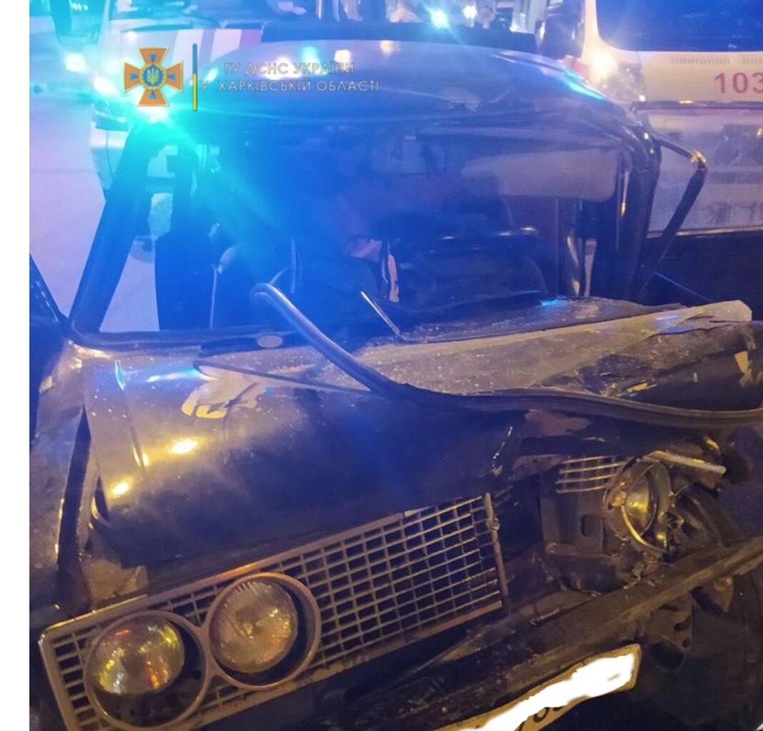 ДТП в Харькове: На Московском проспекте столкнулись ВАЗ и МАЗ