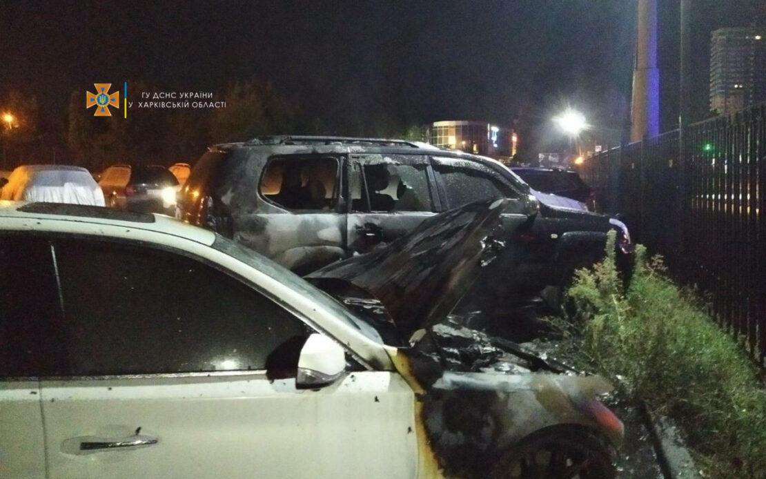 Пожар в Харькове: На улице Валентиновской, 4 горели два автомобиля