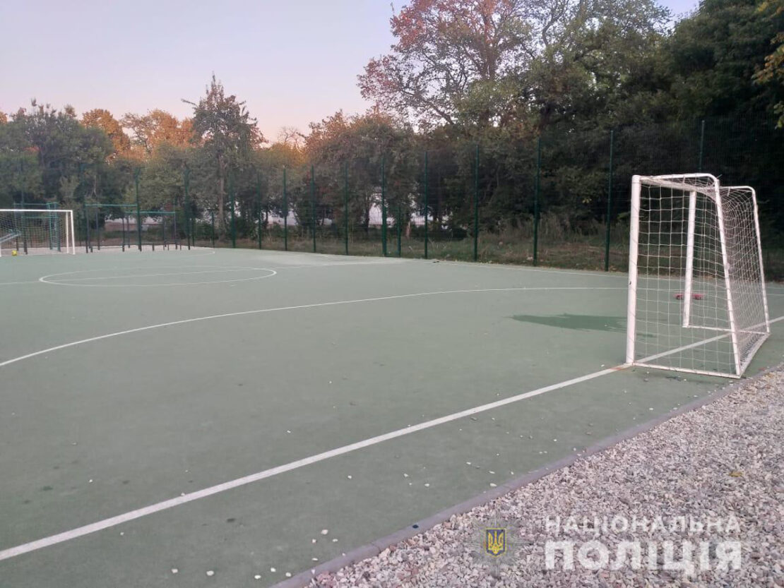 Новости Харькова: На школьном стадионе на 6-летнего мальчика упали футбольные ворота - инцидент произошел на улице Академика Павлова