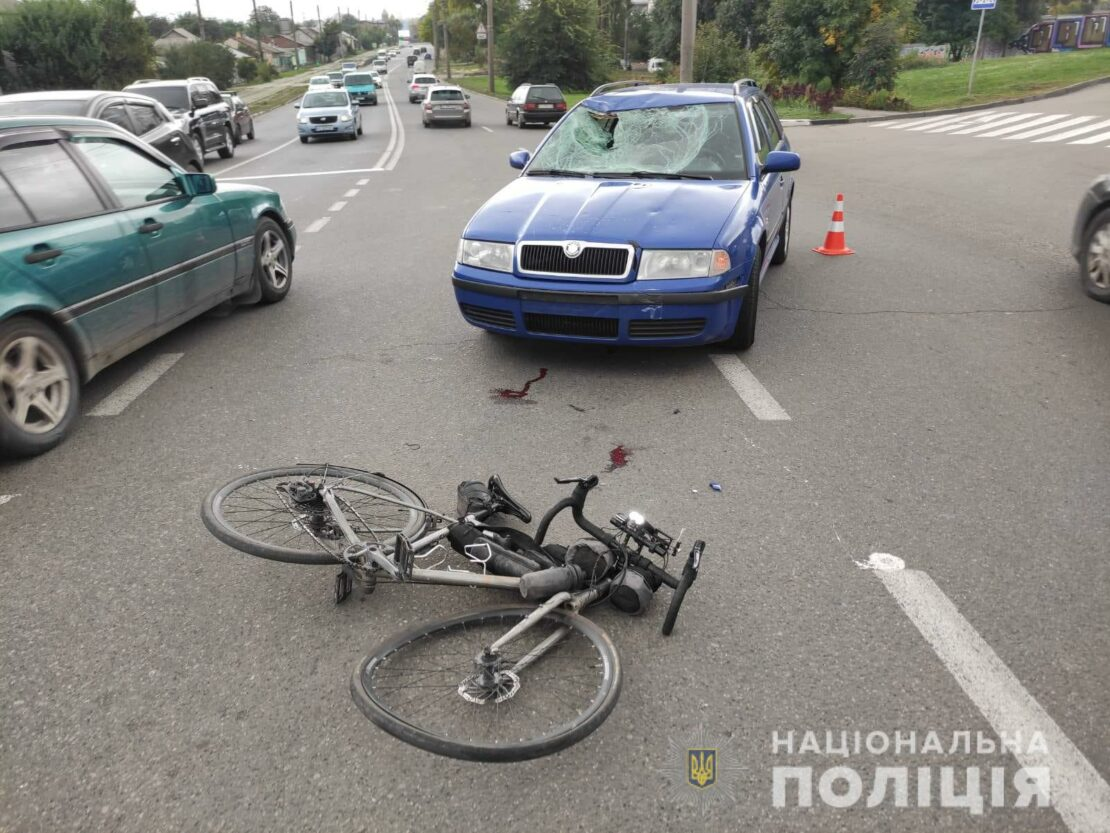 ДТП в Харькове: Велосипедиста сбила Skoda Octavia на перекрестке улиц Матюшенко и Челюскинцев