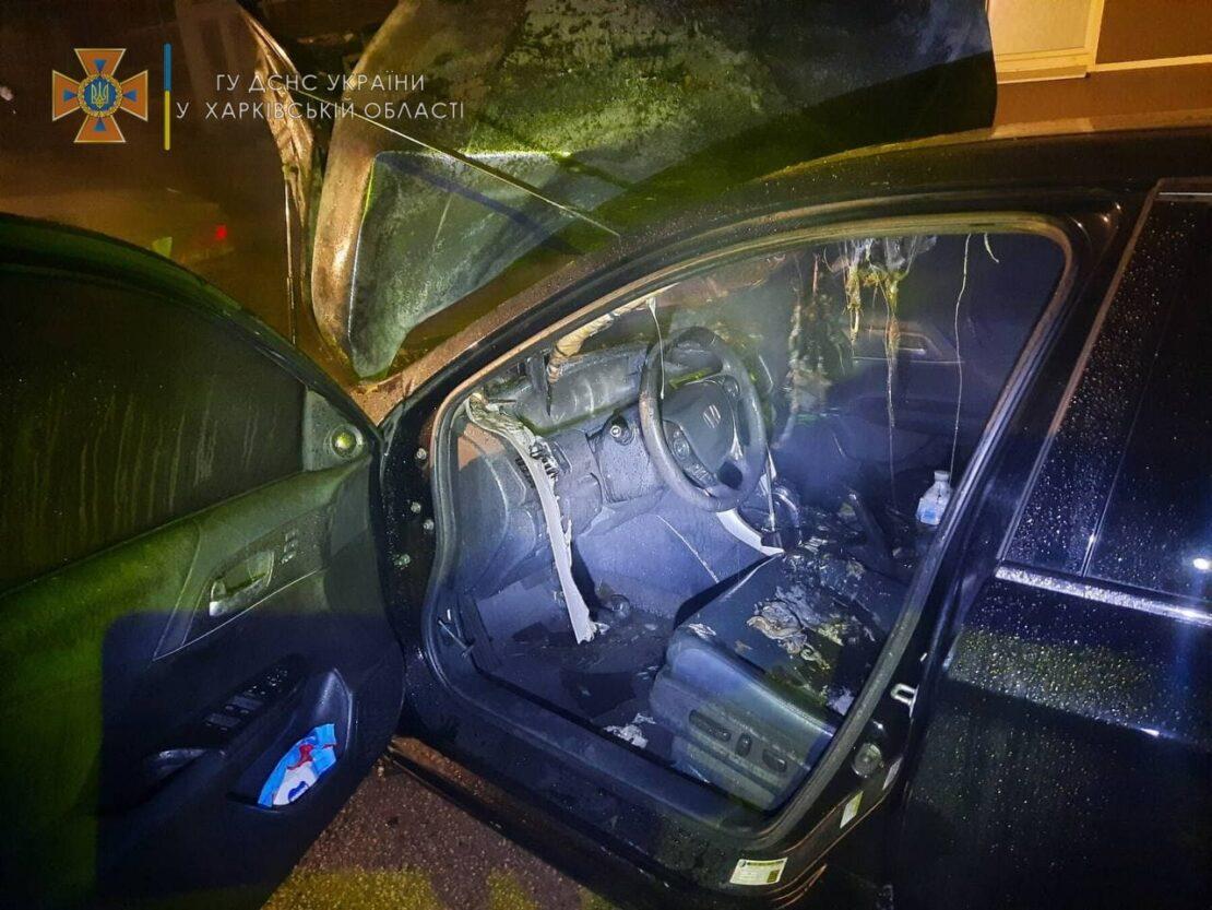 Пожар в Харькове: Возле ЖК Доминион сгорел автомобиль Honda