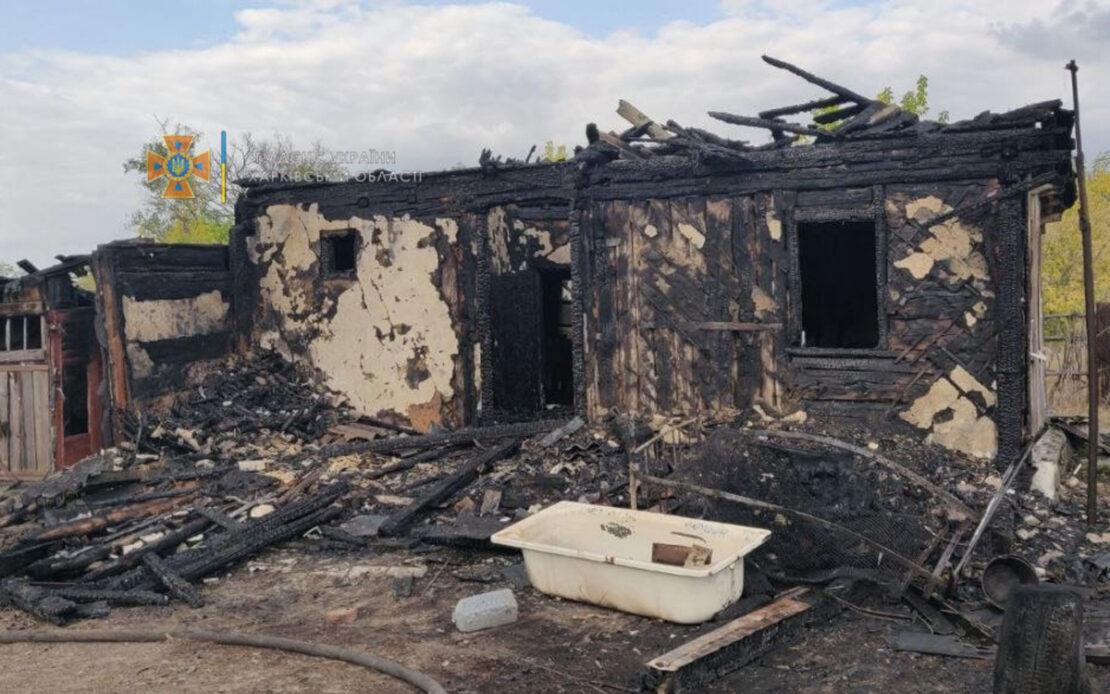 Пожар на Харьковщине: В поселке Петропавловка сгорел деревянный дом