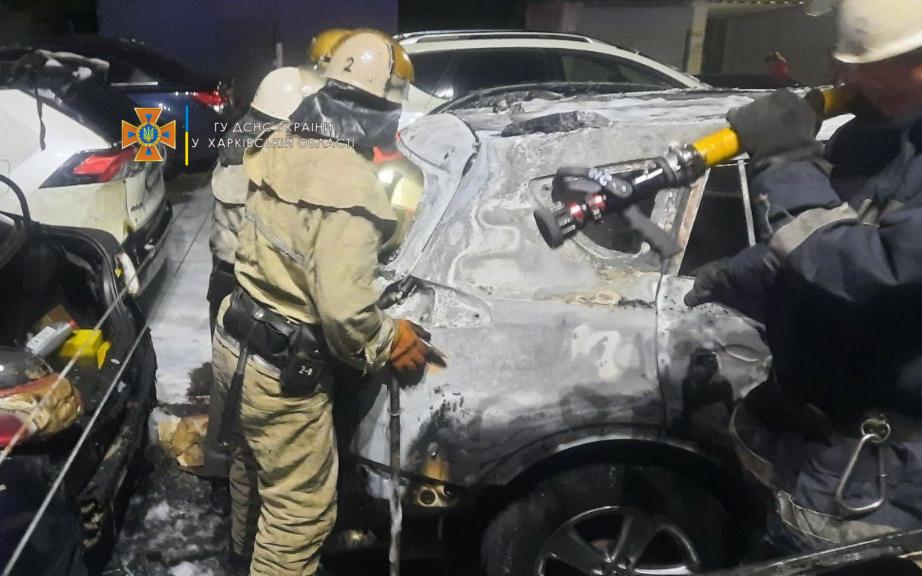 Пожар в Харькове: На стоянке на проспекте Гагарина сгорели автомобили