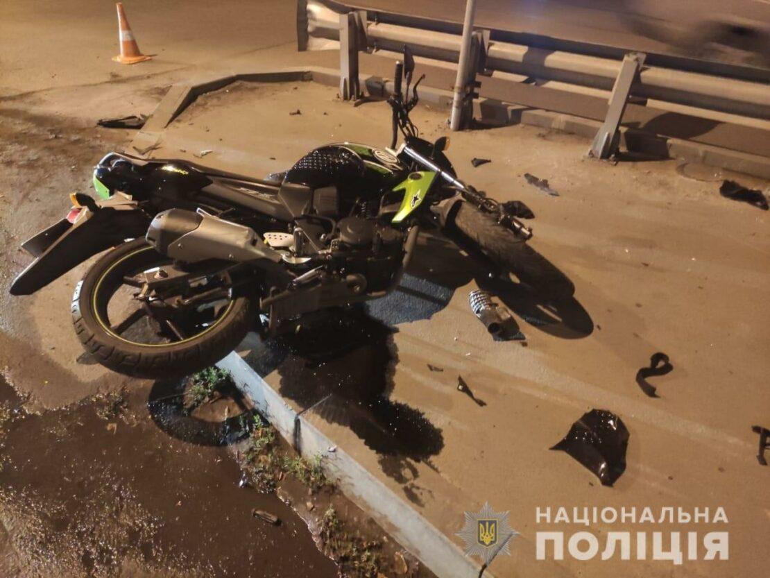 В Харькове мотоциклист разбился о бордюр на улице Плехановской