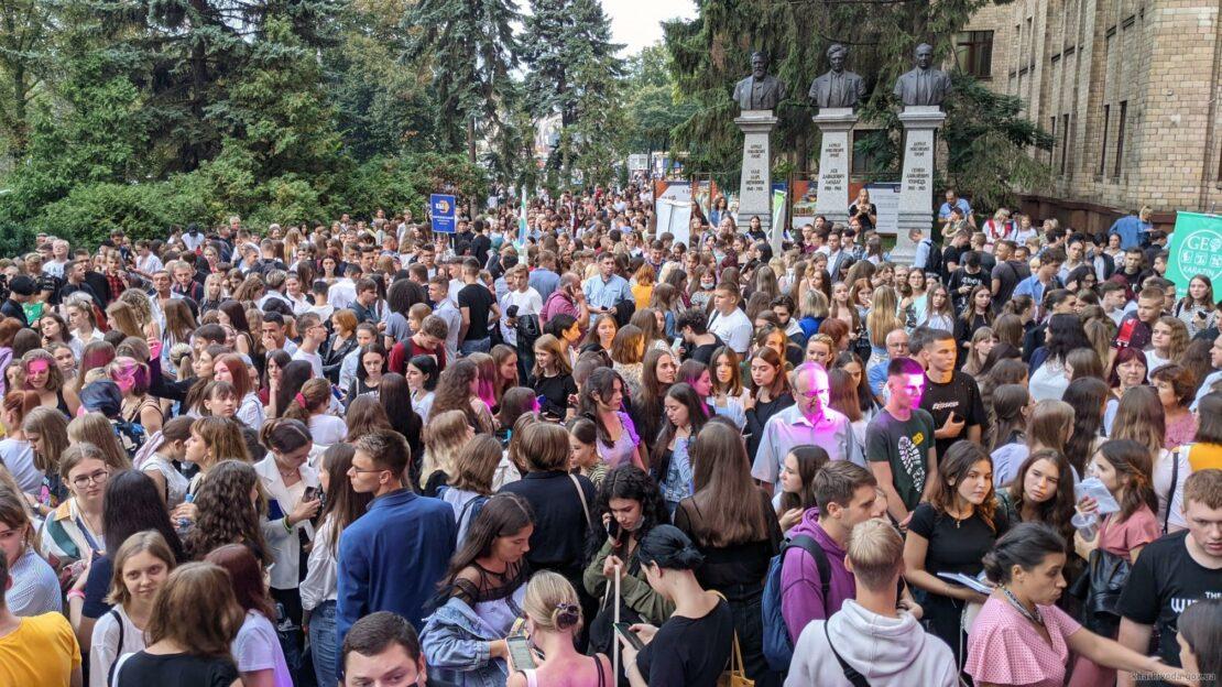 Сколько заявлений подали в вузы Харькова
