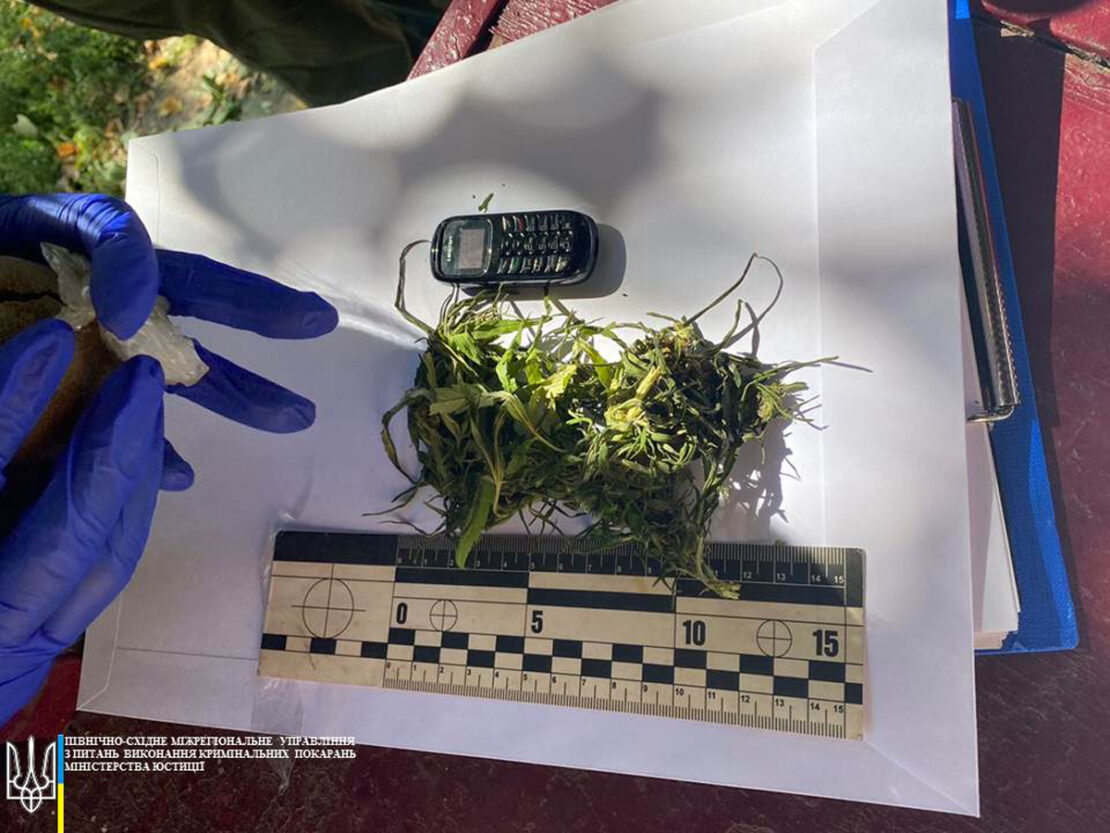 В тюрьмах Харькова обнаружили 4 посылки с наркотиками